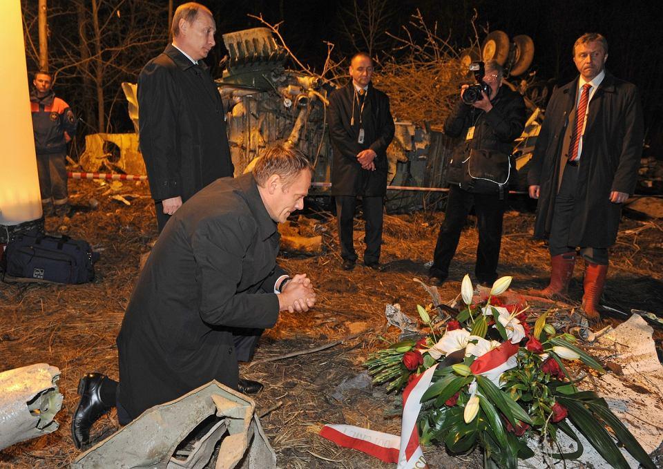 Premier Donald Tusk i premier Rosji Władimir Putin na miejscu katastrofy rządowego Tu-154m. Smoleńsk, Rosja, 10 kwietnia 2010