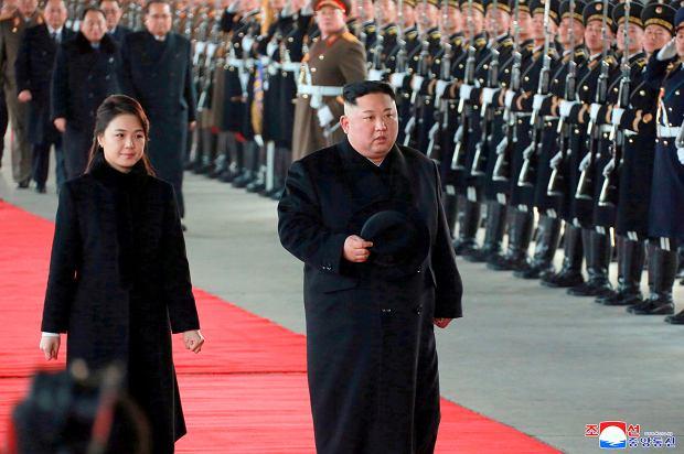 Kim Dzong-un w towarzystwie swojej żony Ri Sol Ju