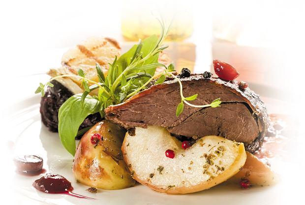 Gęsina na św. Marcina. Przystawki, dania główne, a nawet desery z gęsiną. Gdzie je zjemy?