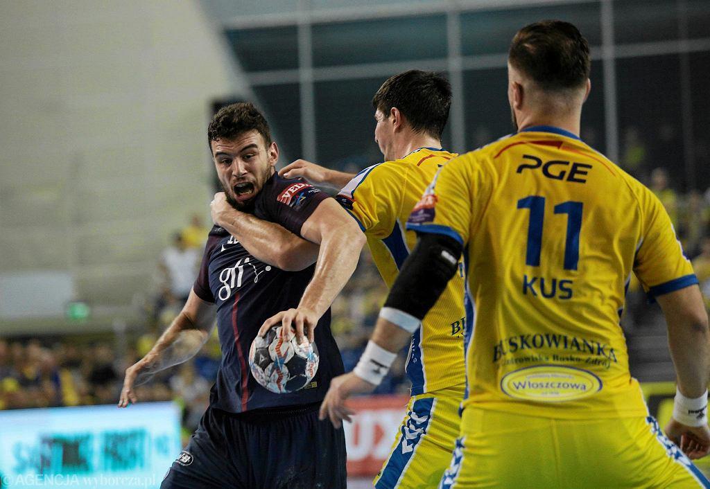 Nedim Remili kontra Mateusz Kus i Marko Mamić podczas meczu PGE Vive Kielce - PSG