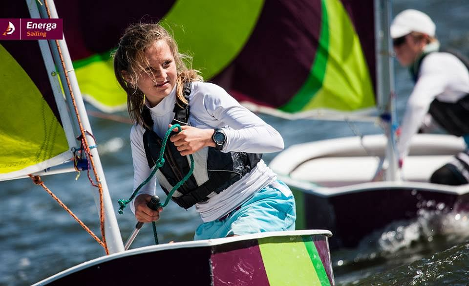 Młodzi żeglarze na łódkach Energa Sailing Cup