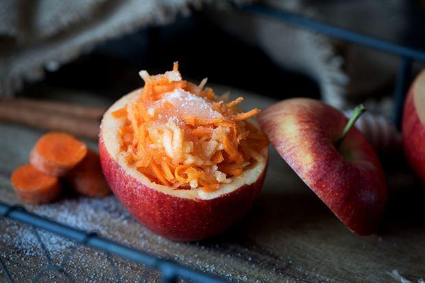 Jak zrobić surówkę z marchewki? Niezawodny dodatek do drugiego dania. Przepis krok po kroku