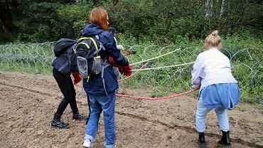 Akcja obywatelskiego sprzeciwu polegała na zniszczeniu fragmentu 'płotu Błaszczaka'. 29 sierpnia w pobliżu miejscowości Szymaki na polsko-białoruskiej granicy pojawiła się 13-osobowa grupa aktywistów