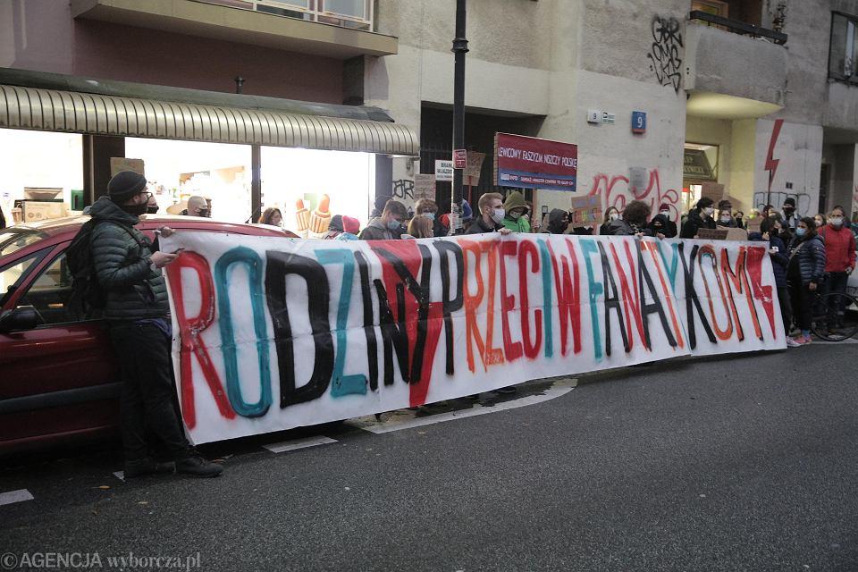 Protest przeciwko ministrowi edukacji i nauki Przemysławowi Czarnkowi, który zagroził uczelniom i nauczycielom, popierającym ostatnie protesty w obronie praw kobiet