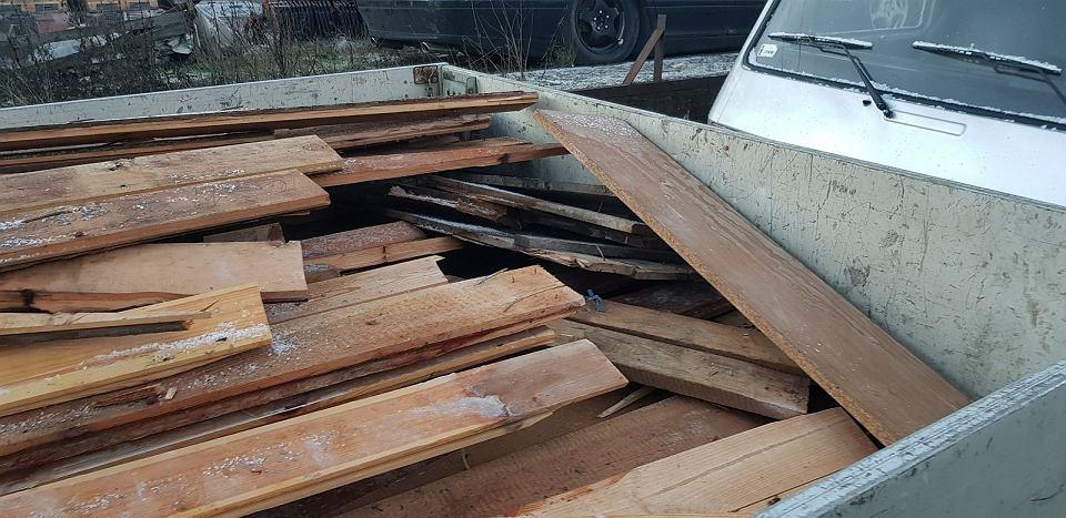 Drewniane odpady, które trafiały do pieca
