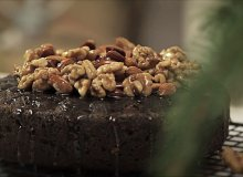 Tort makowy z karmelizowanymi orzechami - ugotuj