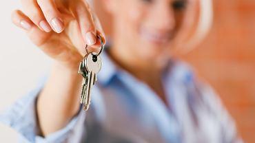Przekazanie kluczy przez wynajmującego