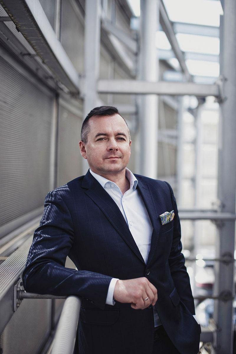 Dyrektor Paweł Chałupka zarządza sopockim centrum Porsche już od dekady.