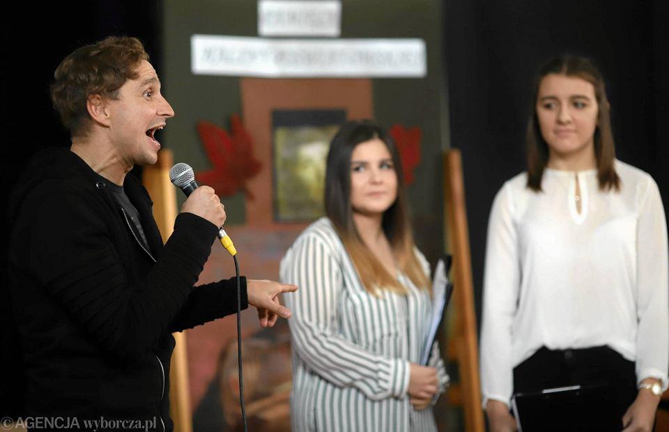 Janusz Radek Zaśpiewał Wiersze Poświatowskiej W Liceum Przy