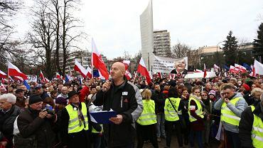 Warszawski wiec Komitetu Obrony Demokracji przeciwko łamaniu konstytucji