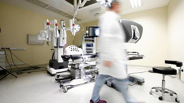 Robot chirurgiczny Da Vinci w szpitalu na Klinach