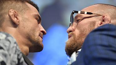 Dustin Poirier i Conor McGregor przed galą UFC 257 w Abu Zabi. Źródło: Twitter (oficjalne konto UFC)