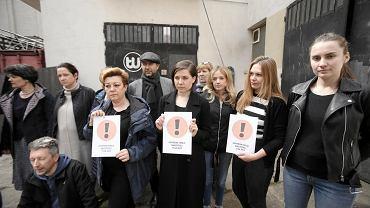 Zespół Teatru Współczesnego w szczecinie wspiera strajkujących nauczycieli