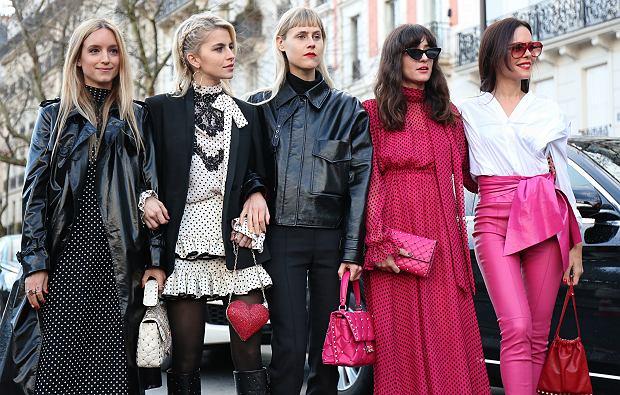 Grochy pojawiały się w wielu stylizacjach na tegorocznym Fashion Week'u