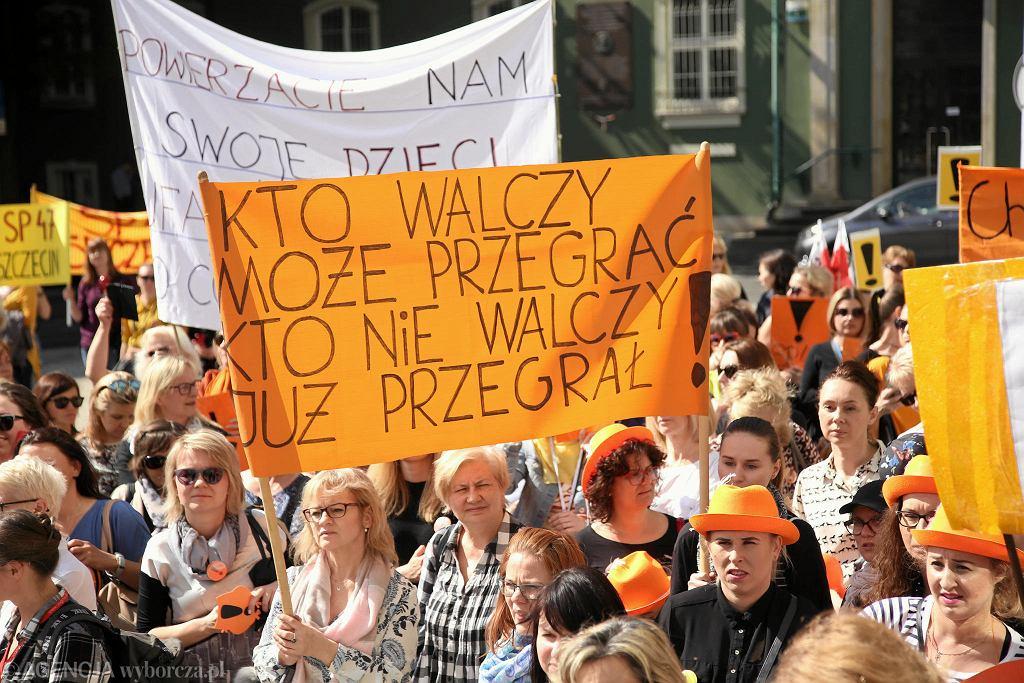 Na plac Solidarności nauczyciele wyruszą w piątek z placu Armii Krajowej