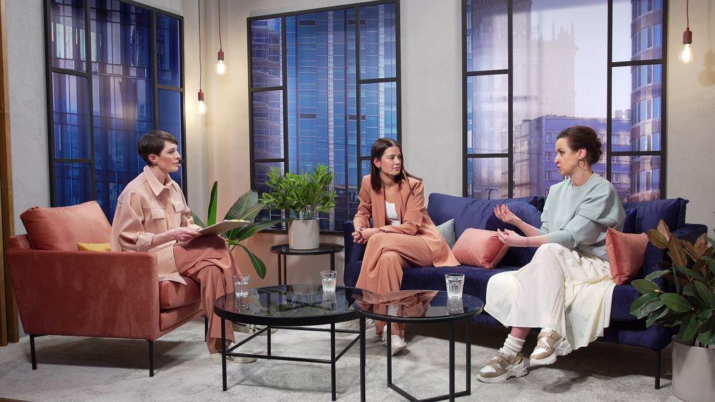 Dziewczyny rozmawiały o zmianach w modzie, jakie nastąpiły w ostatnim czasie.