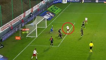 Ratajczyk strzela gola na 3:1 z Zagłębiem