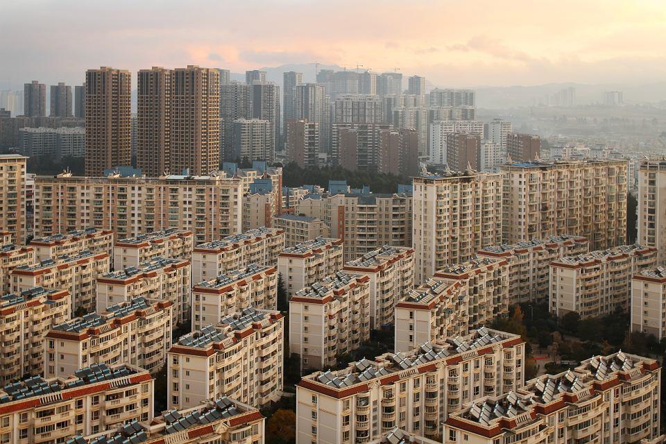 Nowe budownictwo na przedmieściach Kunmingu, stolicy chińskiej prowincji Junnan. Do niedawna startupy oferujące ułatwienia w korzystaniu z mieszkań na wynajem przeżywały prawdziwy boom, jednak pojawienie się koronawirusa sprowadziło na ten sektor prawdziwą klęskę.