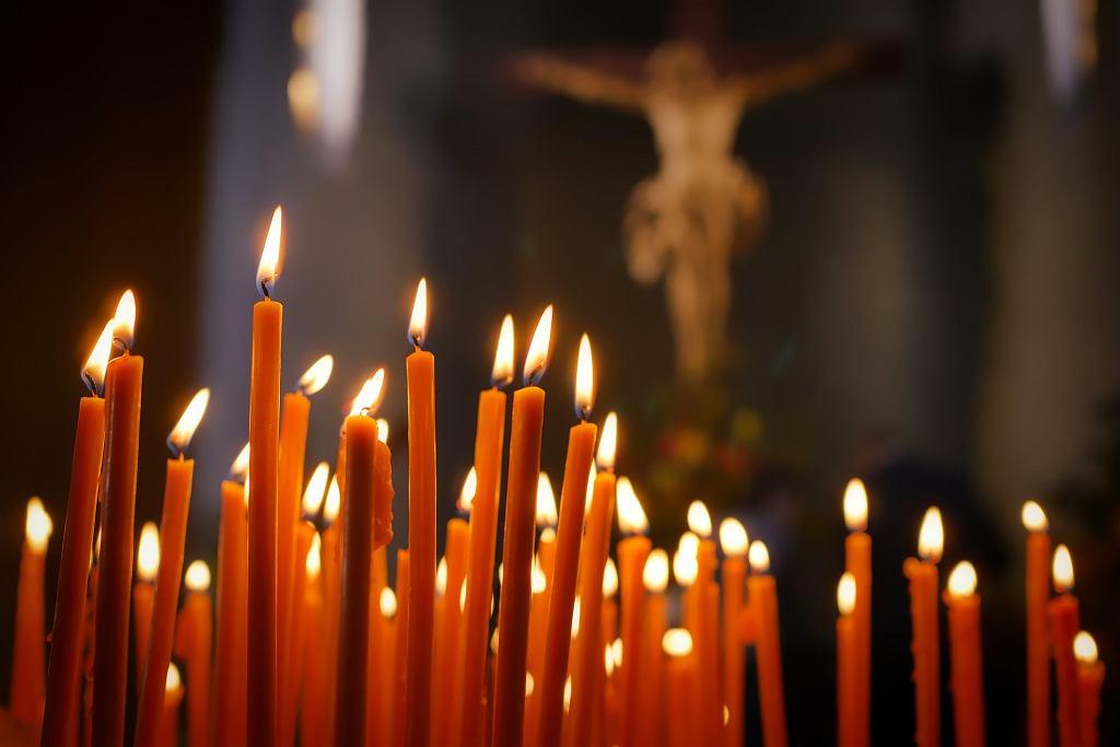 Mężczyzna zmarł podczas mszy. Ksiądz nie przerwał nabożeństwa