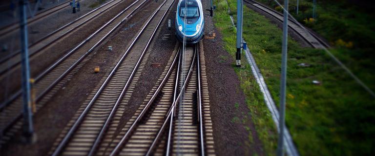 Spóźnienia pociągów. Będą kary dla winnych. Kolejarze krytykują projekt