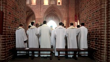 Rzecznik MZ: Podziękowania dla Kościoła, bo w większości miejsc Niedziela Palmowa przebiegła w reżimie.