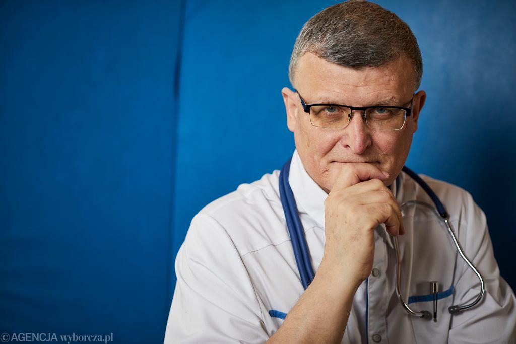 Szczepienia drive-thru. Dr Grzesiowski: To zbędne rozwiązanie, rodem z thrillera o pandemii
