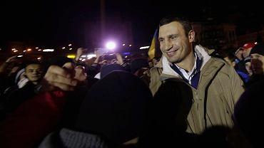 Witalij Kliczko- jeden z liderów opozycji - wśród zwolenników na Majdanie
