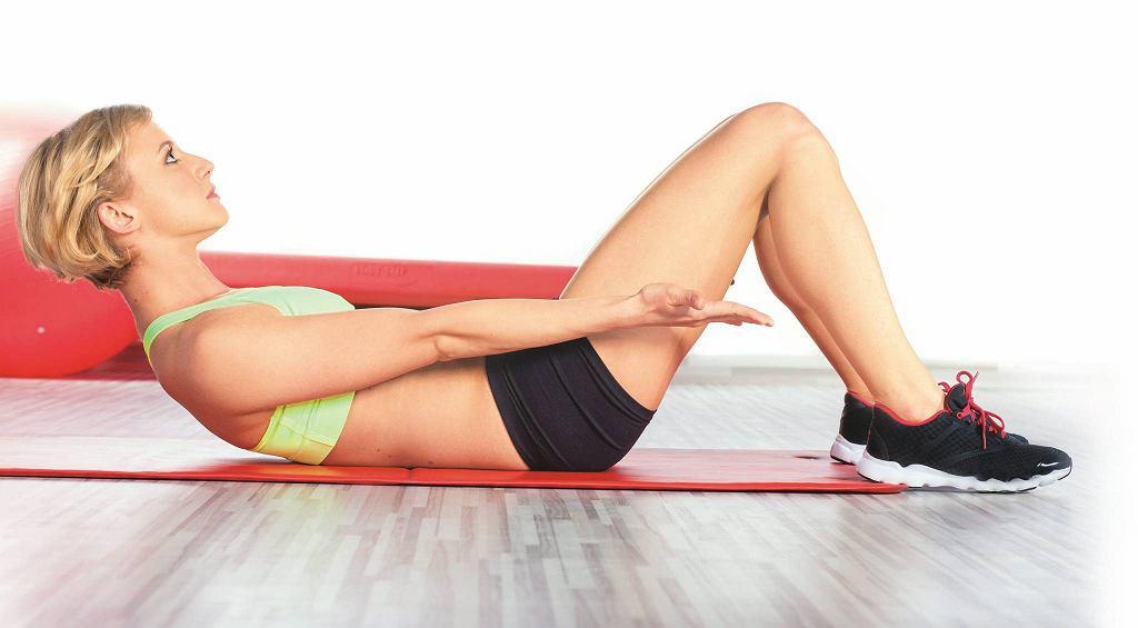 1. Wzmacniamy mięśnie proste brzucha