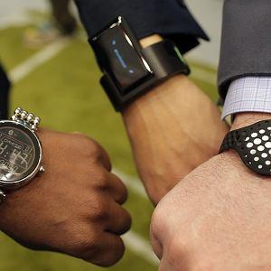"""Tzw. """"wearable devices"""", czyli gadżety połączone z internetem, tu akurat zegarki (fot. materiały Mastercard)"""