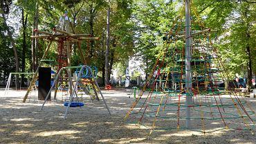 Nowy plac zabaw przy Miejskim Domu Kultury.