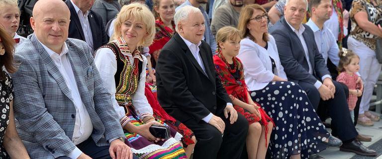 Piknik PiS. Rozbawiony Kaczyński komplementował zespół ludowy