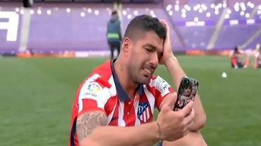 Zapłakany Luis Suarez po zdobyciu przez Atletico Madryt mistrzostwa Hiszpanii