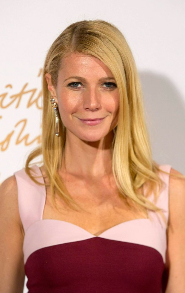 U.S. actress Gwyneth Paltrow poses at the British Fashion Awards in London December 2, 2013. REUTERS/Neil Hall (BRITAIN - Tags: ENTERTAINMENT FASHION)