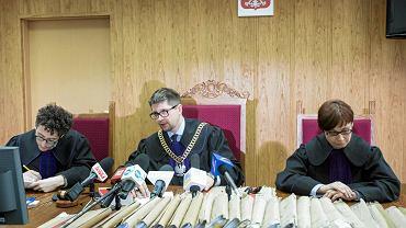 Poniedziałek, sędzia Wojciech Łączewski ogłasza wyrok skazujący Mariusza Kamińskiego i Macieja Wąsika