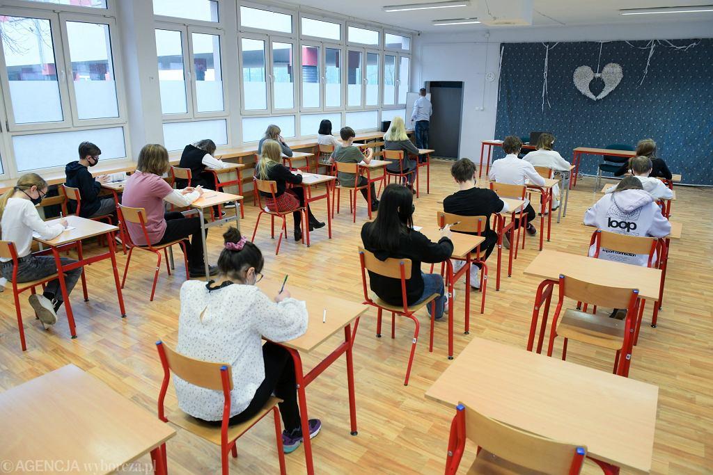 Egzamin ósmoklasisty 2021. Dziś matematyka. Gdzie szukać arkuszy po egzaminie? Kiedy wyniki?