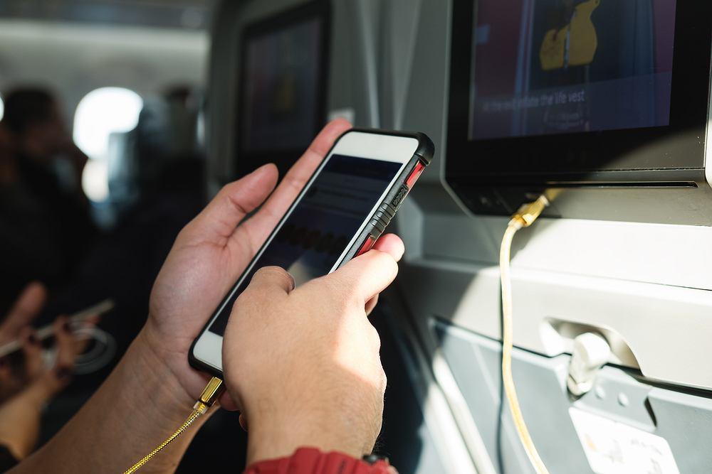 Korzystanie z telefonu w samolocie