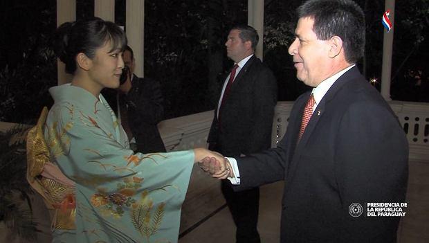Księżniczka Mako i prezydent Cartes