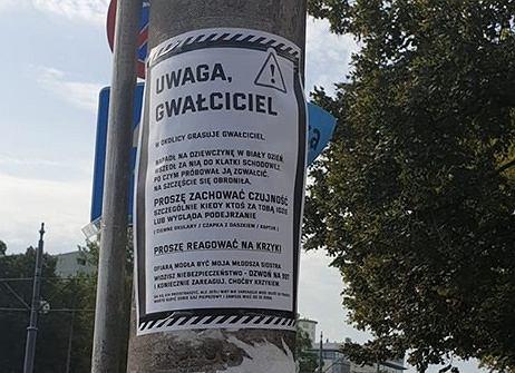 Ogłoszenie na słupie przy skrzyżowaniu ulic Korotyńskiego z Grójecką
