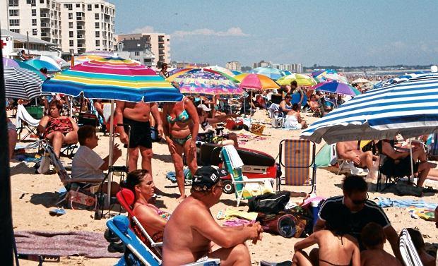 Egzotyczne wakacje? To czy się poparzysz, nie zależy tylko od promieniowania słonecznego czy zastosowanych filtrów, ale nawet od reakcji na lokalną florę bakteryjną