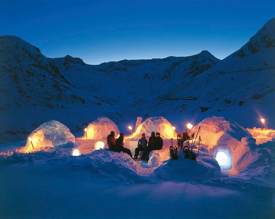 Szwajcaria. Specjalnie dla turystów została zbudowana osada igloo