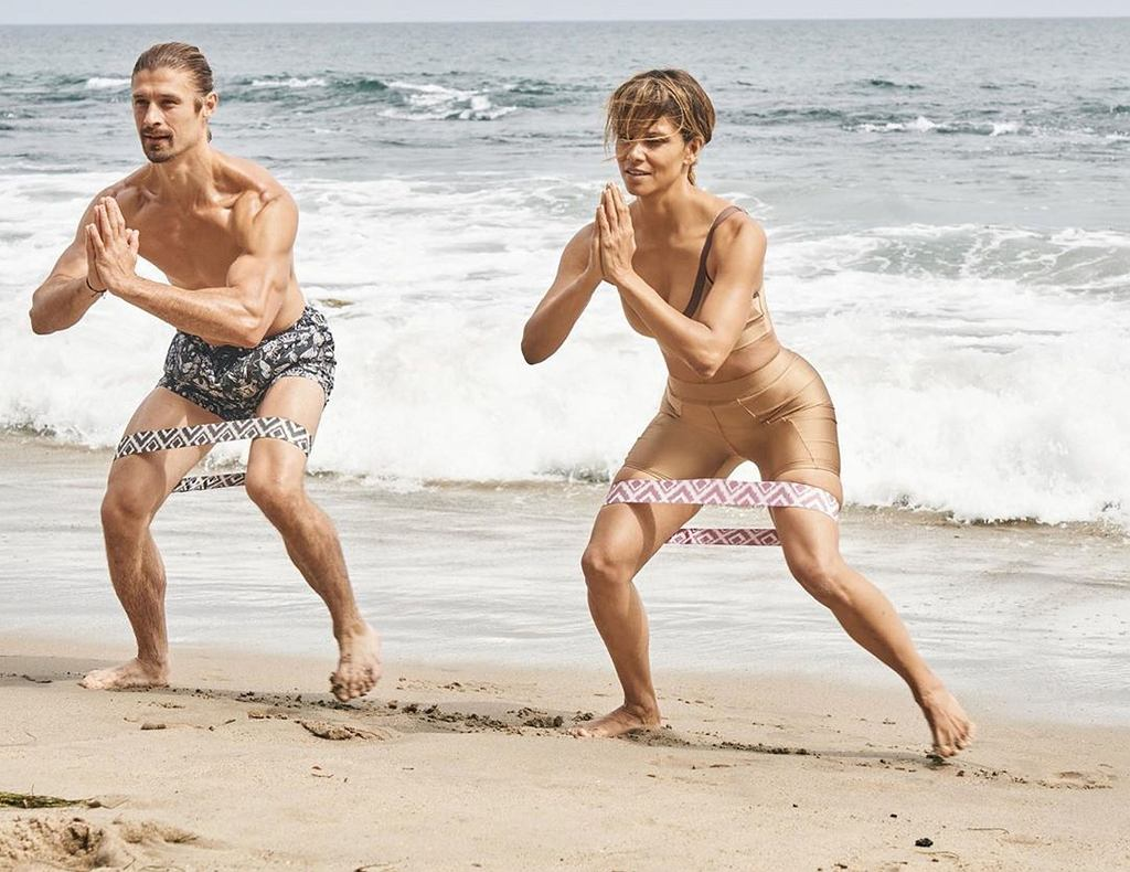 Halle Berry trenuje na plaży