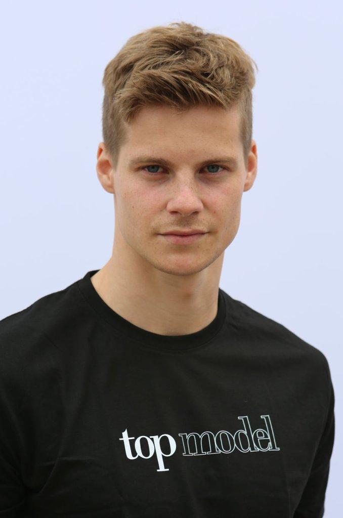 Top Model 5, finaliści: Michael Mikołajczuk 22 lat, Żary