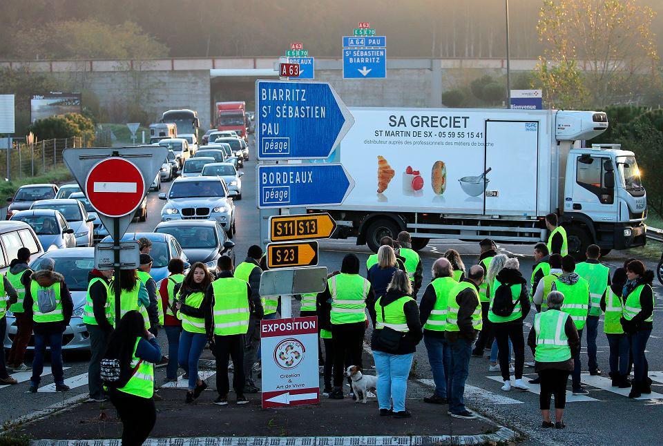 Protest Francuzów przeciwko podwyżce akcyzy na paliwo, Bayonne, 17.11.2018 r.