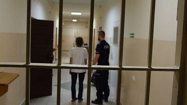 Żyrardów. 58-letnia kobieta oskarżona o zabójstwo mężczyzny trafi na trzy miesiące do aresztu.