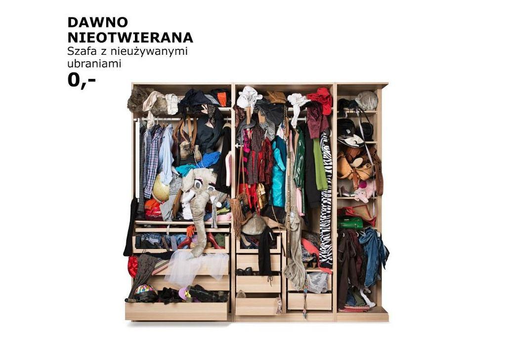 Kolekcja IKEA 'Przyda się' - dawno nieotwierana szafa z nieużywanymi ubraniami.