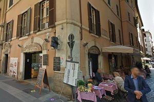 """Restauracja z Rzymu pod ostrzałem klientów. Za posiłek dla dwóch osób liczą po 400 euro. """"Zostaliśmy okradzeni"""""""