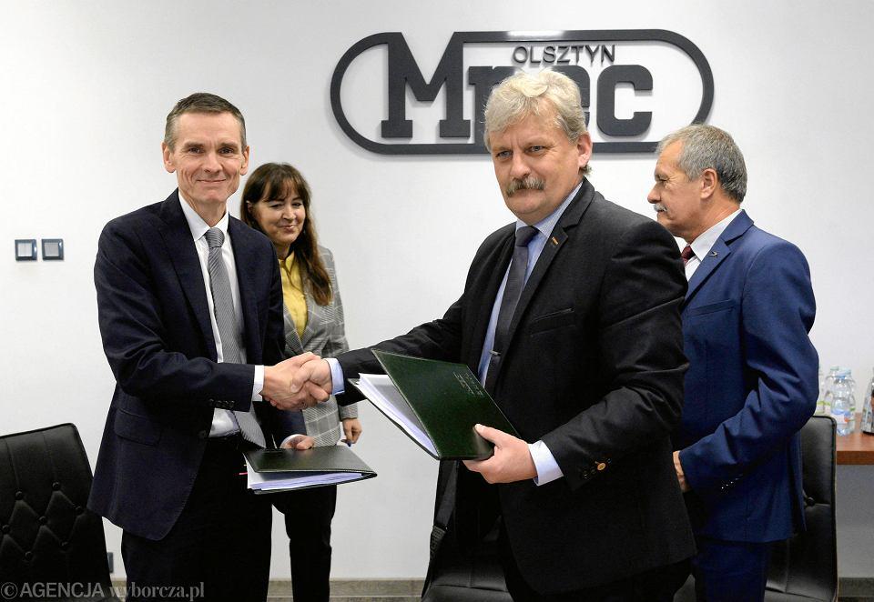 Moment podpisania umowy na realizację modernizacji ciepłowni miejskiej w Olsztynie, październik 2019