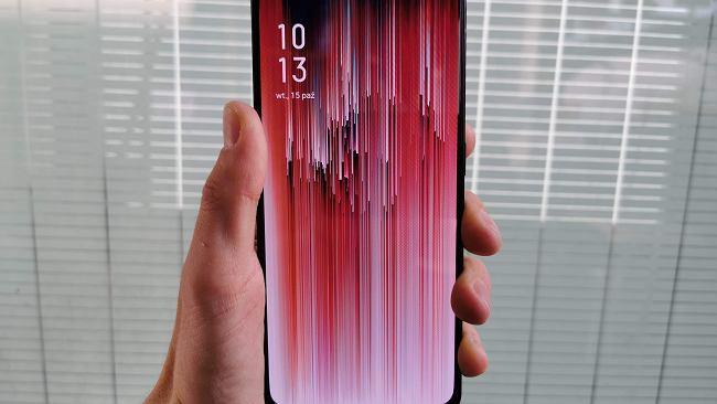 """OPPO Reno 2 to piękny smartfon z """"płetwą rekina"""" i czterema obiektywami aparatu. Cena? Jest nieźle [PIERWSZE WRAŻENIA]"""