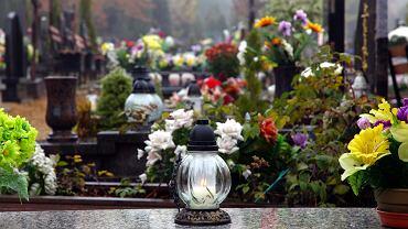Polskie Stowarzyszenie Pogrzebowe apeluje, by 1 listopada nie iść na cmentarz (zdjęcie ilustracyjne)