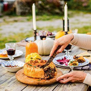 Angielski pie (paj) zwołowiną, grzybami ipiwem